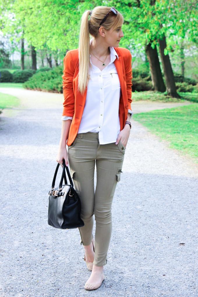 Khaki Jeans & Bright Colors - Chic Choolee