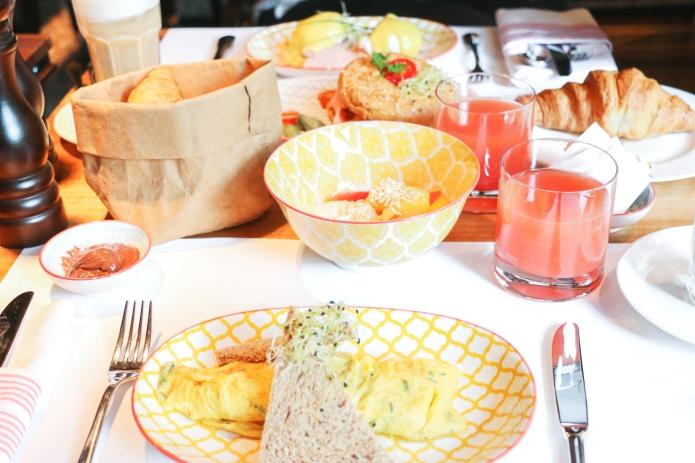 frühstück-hotel-widder-zürich-schweiz-august