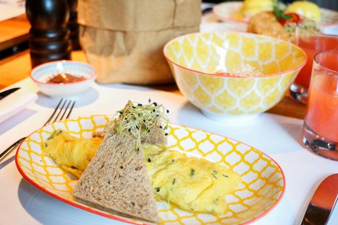 omlett-hotel-widder-zürich-august-restaurant