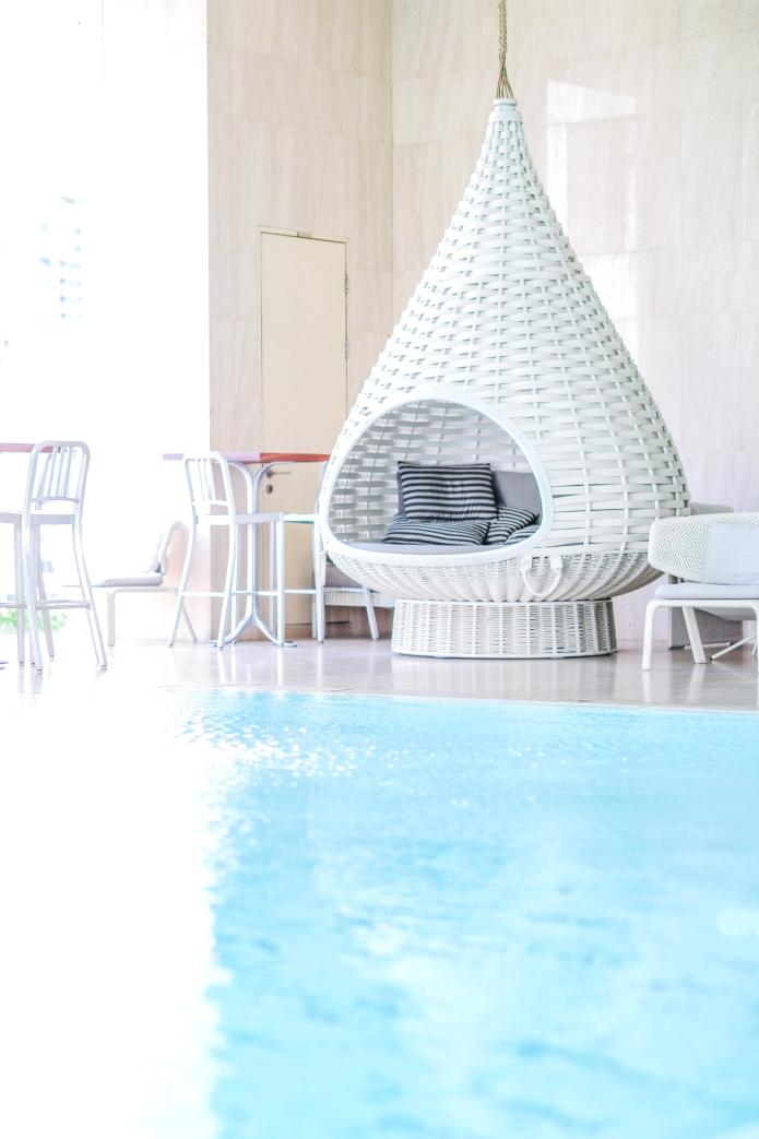 oriental-residence-bangkok-pool2