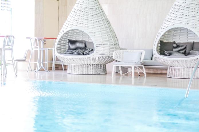 oriental-residence-bangkok-pool3