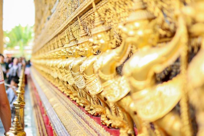 grand-palace-bangkok-gold