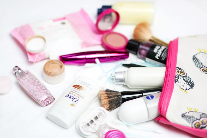 kosmetika-kurzurlaub-packen-fliegen-mit-handluggage-toiletttasche
