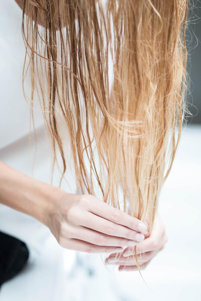 kokosoel-haarpflege-spitzen-trockenes-haar
