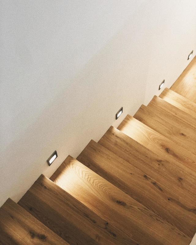 Ein Meisterwerk. Unsere Treppe von @weitzerparkett (Werbung) 💫 in meinen Parkett Highlights gibt es mehr Bilder und Videos sowohl vom Holzboden als auch der Treppe (inkl. Swipe-Up Link zum genauen Produkt) ☺️🧡