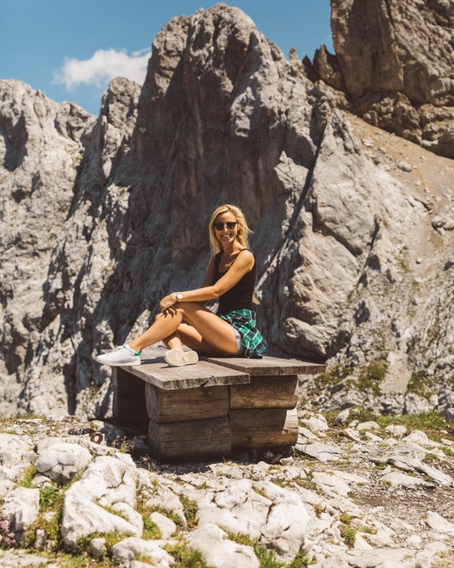 Schönen Abend ihr Lieben 👋🏻Habt ihr ein paar tolle Tipps für die Alpenregion AT-DE-I-CH  parat? ⛰ faszinierende Wanderrouten, schöne Seen, tolle Wellnesshotels, usw.  Ihr wisst schon, falls es mit der Flugreise nichts wird... . #karwendel #karwendelgebirge #karwendelbahn #visitaustria #visittirol #seefeldintirol #bestofthealps
