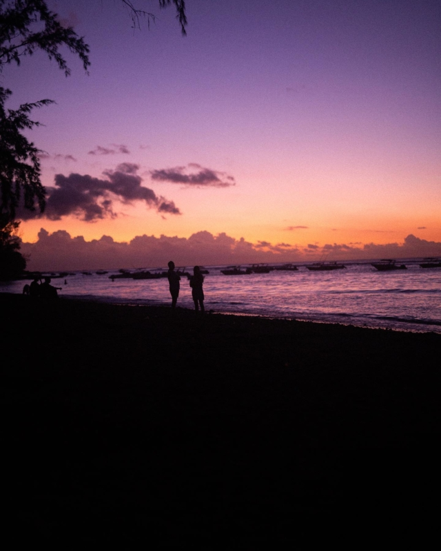 Bei meiner gestrigen Q&A Runde kam die Frage nach dem schönsten Sonnenaufgang oder Sonnenuntergang. Die Bilder wollte ich mir aber für ein Posting aufheben, weil -> 🤯😱🤩 sind die nicht unfassbar? Das war vor einem Jahr auf #mauritius 🇲🇺 und ich bin eher Typ Sonnenuntergang als Aufgang. Wo habt ihr euren schönsten 🌅 Moment erlebt? . #sonnenuntergang🌅 #sundowner #pauletvirginie #mauritiusexplored #mauritiusisland #ilemaurice #lemorne #fernweh #mauritius🇲🇺