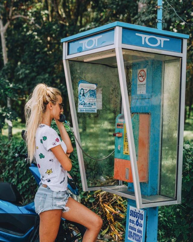 My face when someone calls me instead of texting me 🙄😑#justkidding eigentlich telefoniere ich recht gerne & wenn, dann auch gern stundenlang 😂 . #phonecall #thailand #thailand🇹🇭 #thailandtravel #thailandtrip #amazingthailand #visitthailand #phuket #phuketthailand #phuketisland #thailandurlaub #asienreise #reisenachthailand #urlaubsreif #bangkok #islandlife #reiselust #beautifuldestinations #liveofthestory #urlaub #vacation #thaigram